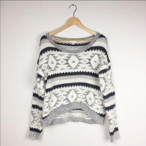 XHILARATION Fuzzy Winter Sweater Pattern Cute L